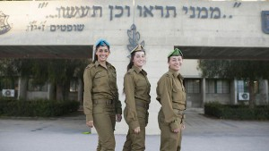 Ophir Eyal, Noy Magnezi, and May Cohen, who graduated from combat officers course (Photo: IDF Spokesperson)