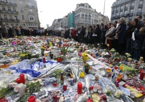People gather at a street memorial in Brussels following Tuesday's bombings in Brussels. (photo credit:REUTERS)